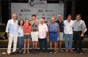 Campeões com diretoria Foto: Thais Pastor/F2