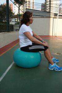 -Ex 3: Mobilidade lombar na bola: Dissocição força de centro, mobilidade intravertebral lombar