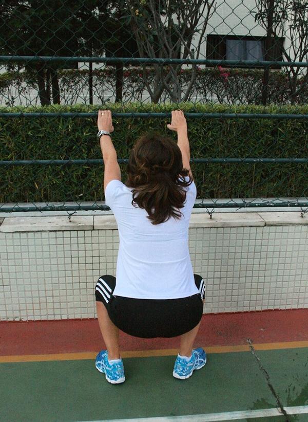 -Ex 2: Agachamento com rotação de quadril: Força de membros inferiores, dissociação e mobilidade de quadril