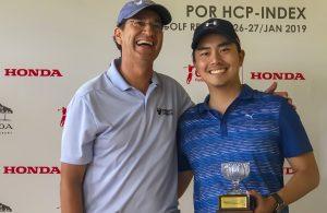 Ademir Mazon entrega premio ao campeão Armando Yoshiura