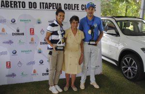 Paula Seshita e Fernando Silva com Claudia De La Rua esposa do fundador do Clube Pepe de La Rua Foto: divulgação