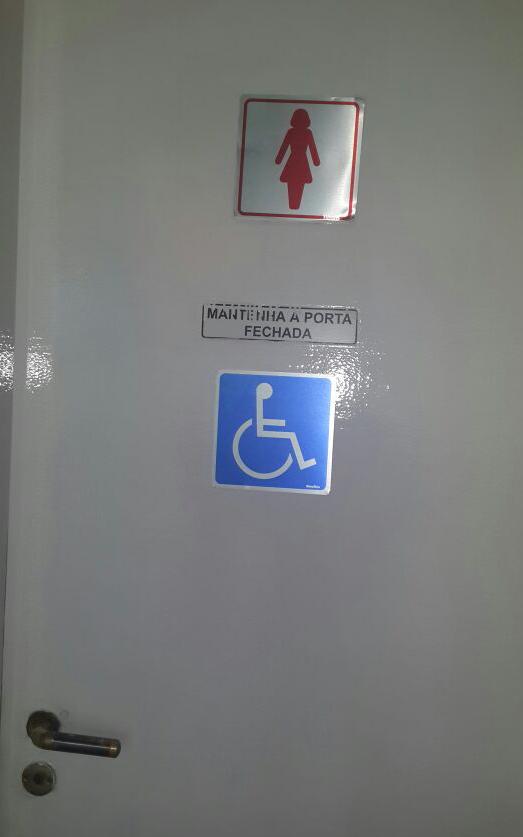 Jornal do Golfe » Embrase Golf Center não é adaptado para receber pessoas com -> Adesivo Banheiro Feminino