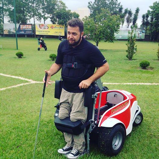 Evandro Bonocchi tem a primeira cadeira de rodas de golfe do Brasil