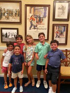A frente na esquerda de azul Benício (irmão do Bento), Lorenzo, Luca, Bella, Bento e Gabriel Macário