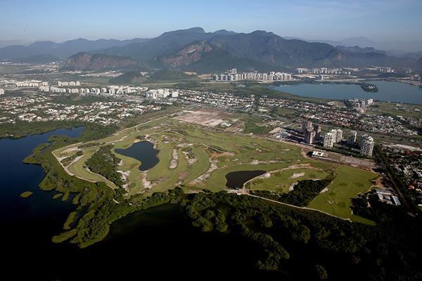 Vista aérea do Campo Olímpico de Golfe, situado na Barra, Zona Oeste da cidade (Foto: Getty Images/Matthew Stockman)