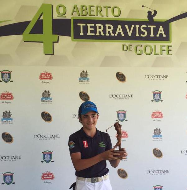 Aberto do Terravista: juvenil Tomas Afonso Ribeiro vence em casa, de ponta a ponta