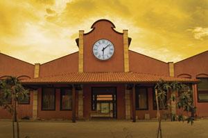 O club house do Clube de Golfe Vila da Mata lembra uma estação de trem