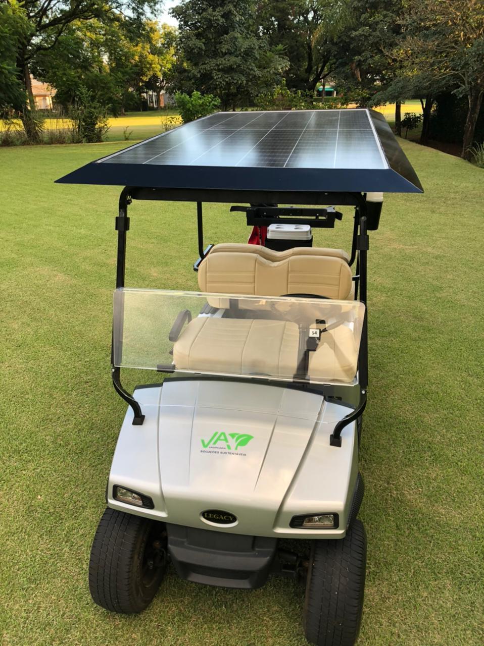 Golf cart com placa solar em testes no Brasil
