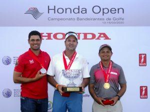 Podio profissional com Gustavo Teodoro, Rafa Barcellos e Adriel Marques Foto: Ricardo Fonseca/F2