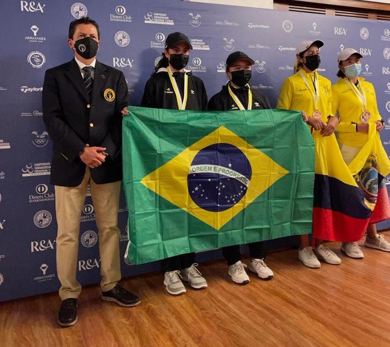 Parabéns a delegação brasileira com jovens golfistas no Equador