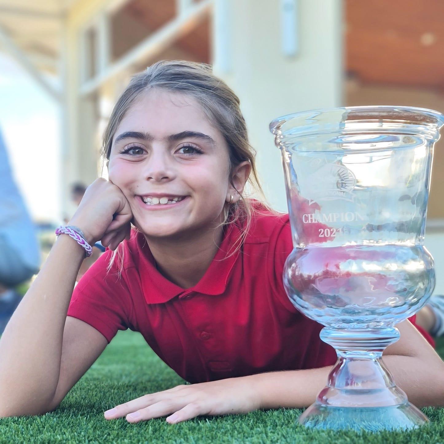 A jovem Bella Simões, 8 anos, vence mais um torneio nos Estados Unidos