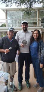 Rodrigo Carbonel entre os capitães do TSJGC Carlos Cruz Lima (Pinduca) e Stella Bihar